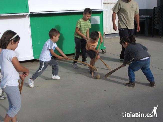Los niños de la Asomada aprenden deportes tradicionales