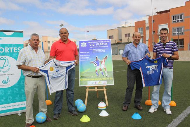 Tres entrenadores se proponen reforzar los fundamentos técnicos de los más pequeños en el 'I Campus de Fútbol CD Fabelo'