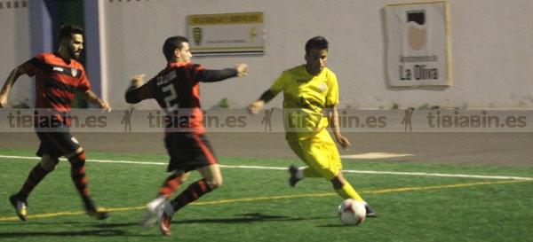 La Oliva supera a La Lajita en un partido muy igualado