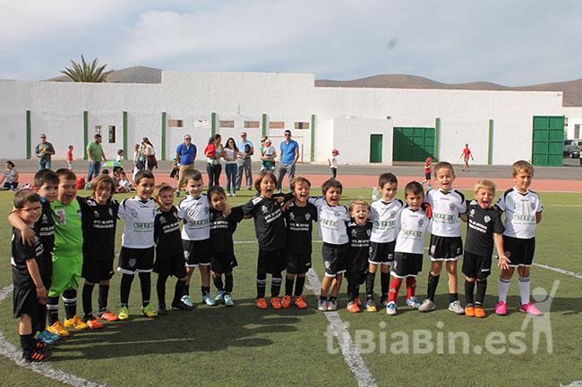 Las pequeñas estrellas del fútbol muestran su deportividad en la Concentración Benéfica Fútbol Pre-Benjamín