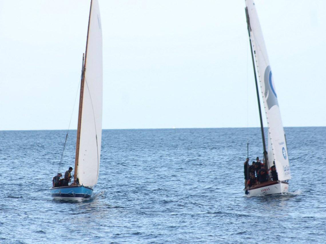 La falta de viento obliga a suspender la pega entre el bote y el barquillo