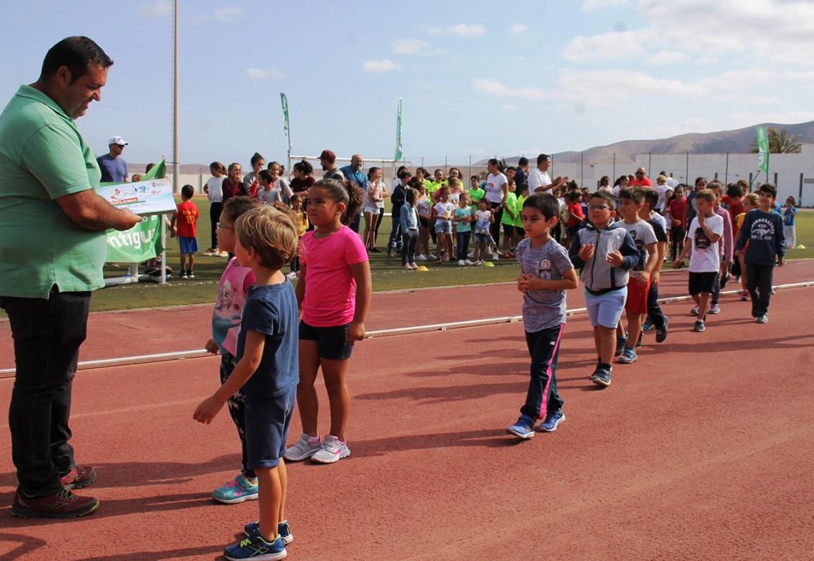 Las Escuelas Municipales refuerzan el deporte base en Antigua