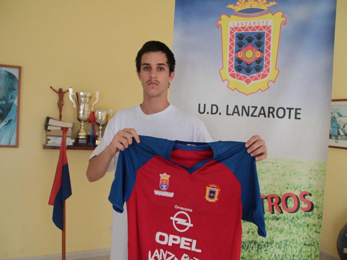 El mediapunta Aythami Yebri renueva su vinculación con la UD Lanzarote