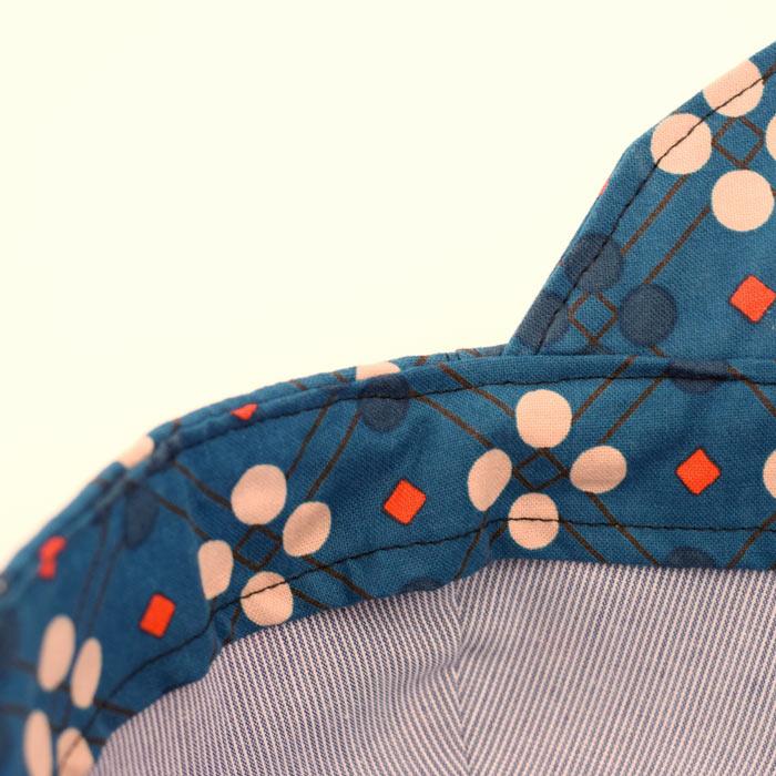 Con estampado vintage en  Gorra con visera ideal para proteger a los niños  del sol. Con estampado vintage en ... 11c28a03dc1