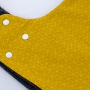 Gorro bufanda de estampado geométrico en mostaza