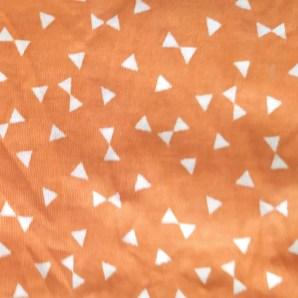 Estampado triángulos naranja