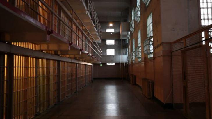 436673140-celda-alcatraz-isla-vacio-pasillo
