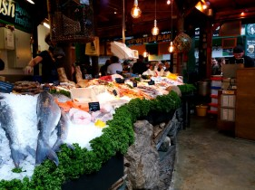 Fresh sea food at Borough Market, London