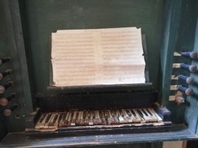 This very very old organ stood the test of time and decay.