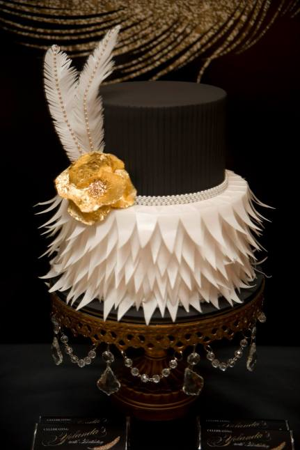 feather-themed-gold-black-40th-birthday-party3