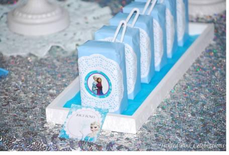 Frozen Party table juice boxes