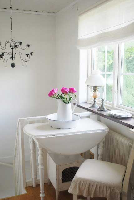 Decorating with DropLeaf Tables