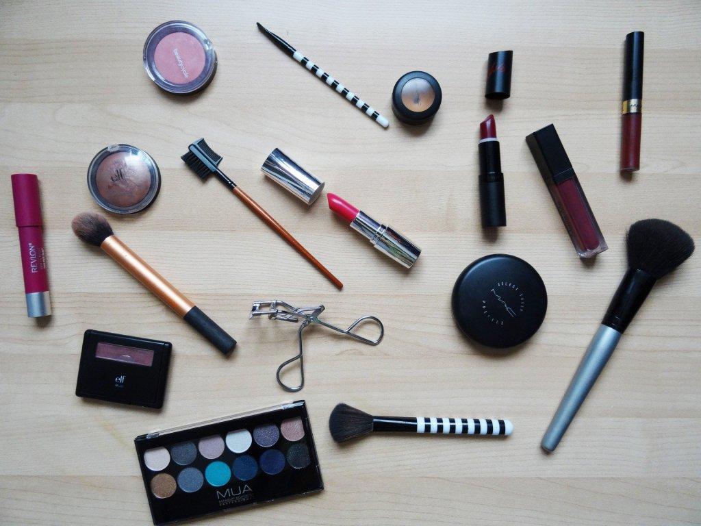 make up decluttering