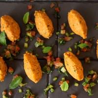 Boulettes de lentilles rouges au boulgour, tartare de légumes au zestes de citron