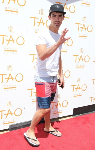 joe-jonas-tao-beach-season-opening-2012-05
