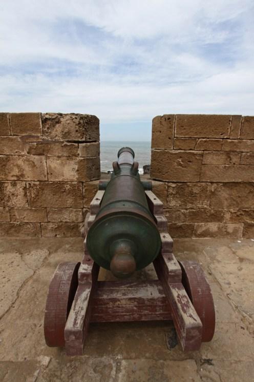 Eine Kanone auf der Stadtmauer
