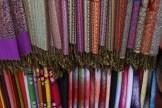 Tücher in allen Farben und Muster