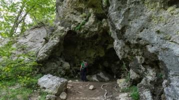 In den Karstfelsen hat es viele Höhlen - einige können auch mittels Führung besichtigt werden