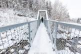 Hängebrücke in der Nähe des Sees