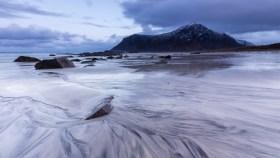 Blaue Stunde am Skagsanden Beach