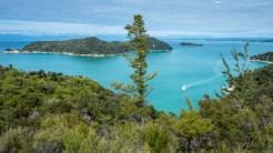 Paradisische Aussicht vom Abel Tasman Track, dem wohl einzigen Great Walk, den man in Flip Flops und Badeanzug gehen kann