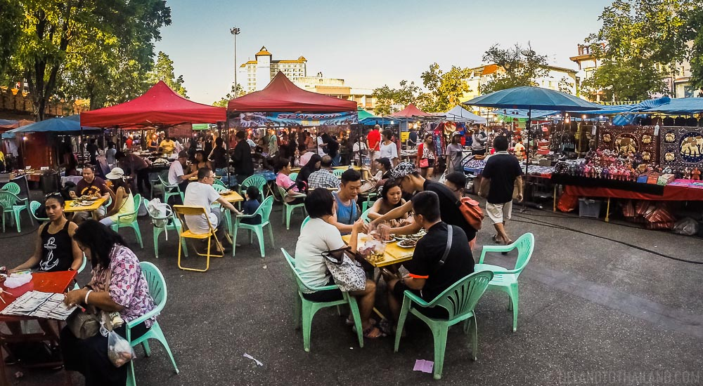 Thai street food is safe - look at all the people eating it!