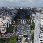 UNA MULTITUD DE TRABAJADORES RECLAMÓ AL GOBIERNO DEL PRESIDENTE MACRI QUE CAMBIE EL RUMBO ECONÓMICO