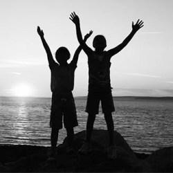 Cómo acompañar los conflictos entre hermanos con Disciplina Positiva