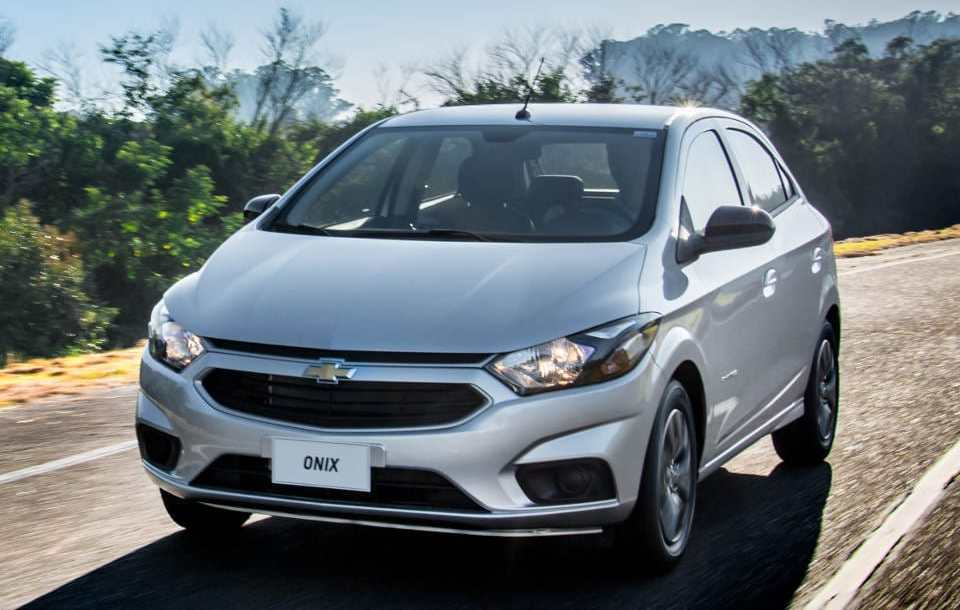chevrolet_onix_advantage_1.jpg