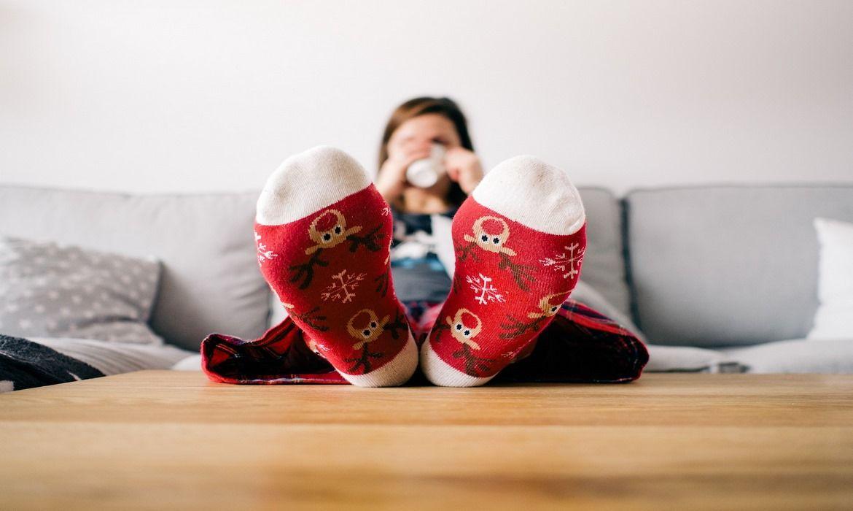Por qué se hinchan los pies y piernas