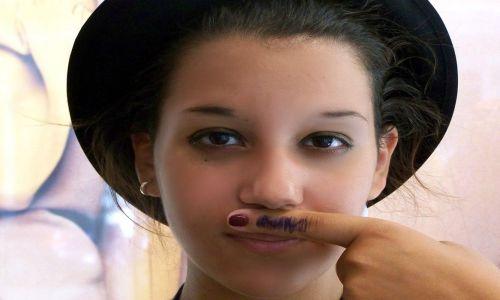 cómo eliminar la mancha del bigote