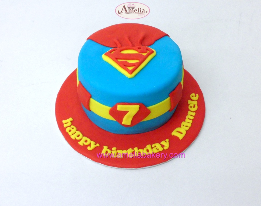 Tarta superman con logo y capa 6 pax