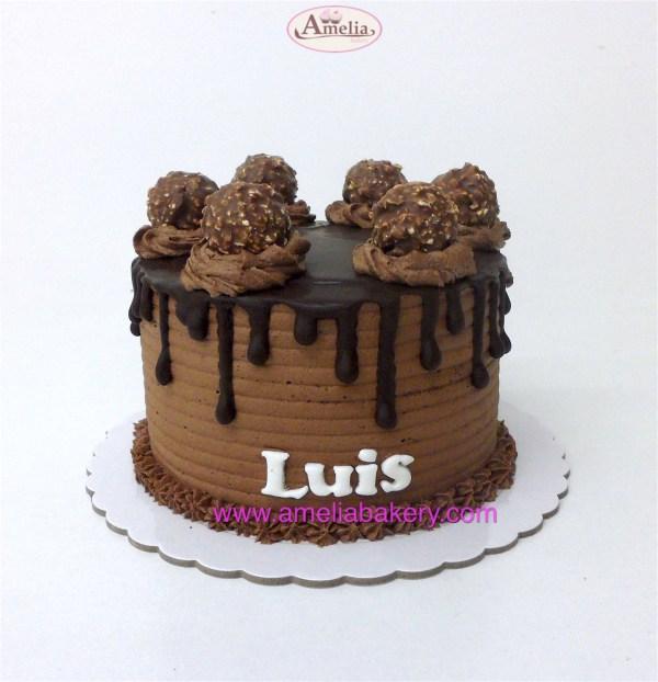Pastel Ferrero drip cake