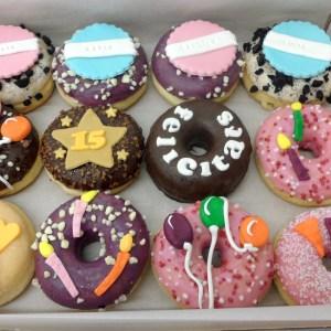 Donuts caja 12 unidades cumpleaños