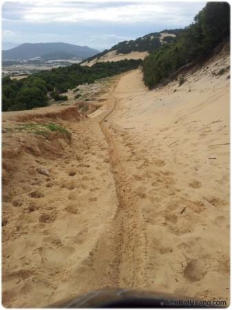 Đoạn đồi cát chỉ khoảng 30m, làm mình mất hơn một tiếng đồng hồ.