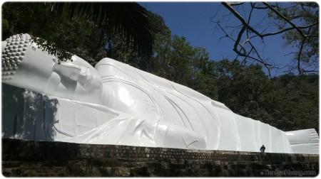 Phật trải mình tới 60m ở núi Tà Cú.
