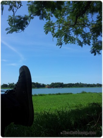 Thư thái bên sông Hương.