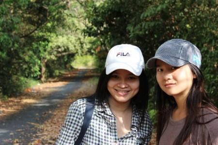 Hai cô gái miền Trung và con đường lên ngọn hải đăng.
