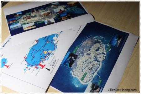 Bản đồ và rất nhiều dụng cụ khác đã sẵn sàng cho chuyến đi.