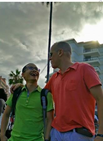 Cùng với Riccardo – nhìn trông trẻ hơn đến 15 tuổi so với tuổi thật. Credit: Konrad.