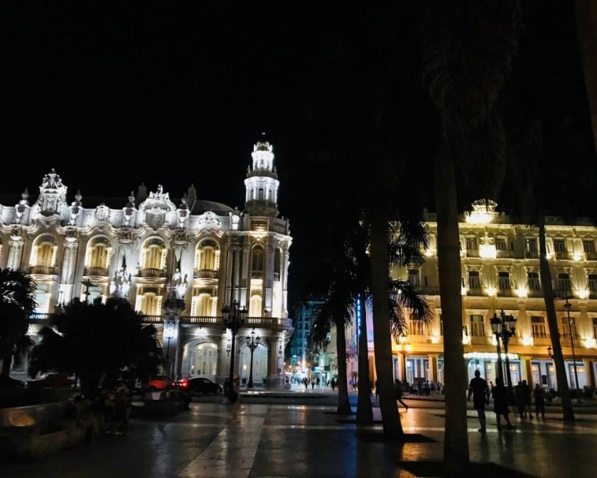 Trung tâm Havana về đêm.