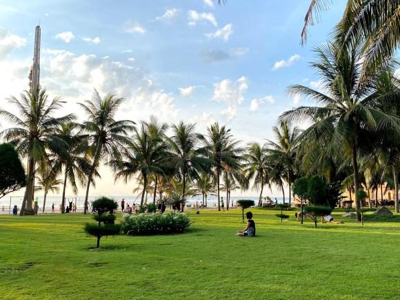 Sáng sớm bên bãi biển ở trung tâm Đà Nẵng