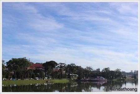 Hồ Xuân Hương trong nắng sớm.