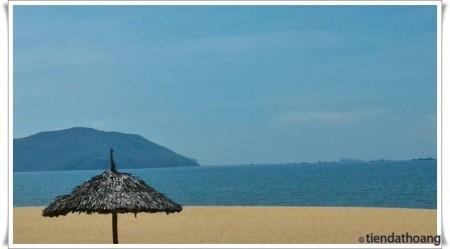 Bãi biển Quy Nhơn - đúng ngày nắng đẹp.