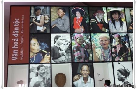 Các dân tộc Tây Nguyên - ảnh từ bảo tàng Buôn Ma Thuột.