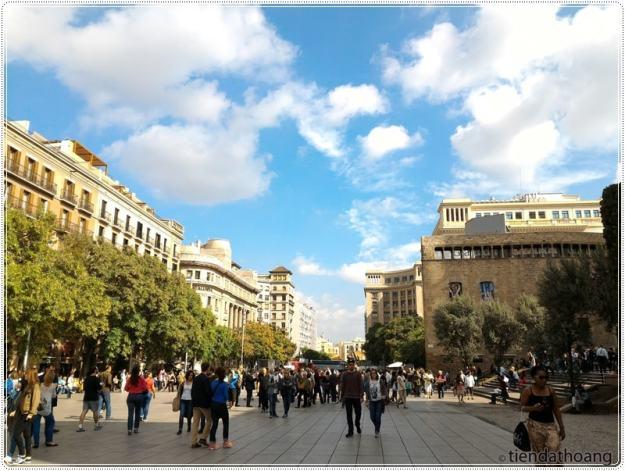 Một trong các con đường dẫn tới Plaça de Catalunya.