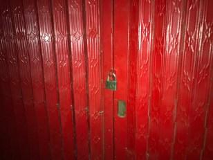 Cửa sắt và ổ khóa ngoài (1)