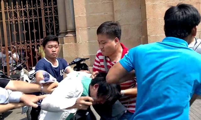 Phan Xuân Trung: Gởi anh Công An Phạm Hữu Đức đeo khẩu trang y tế.