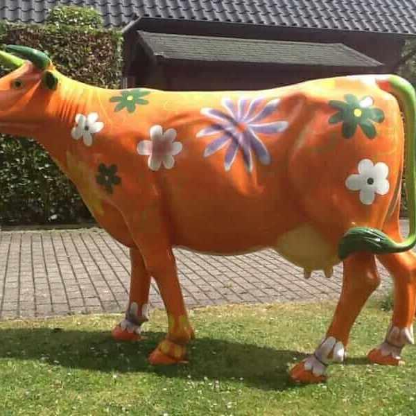 Lebensgrosse Kunst Kuh