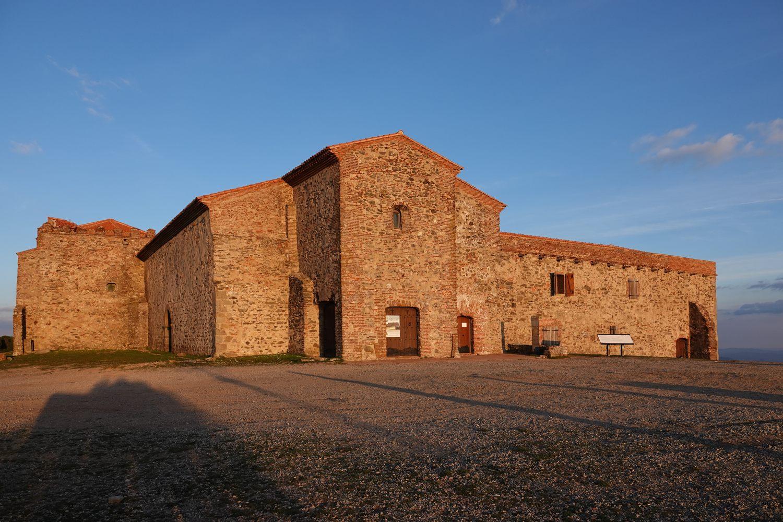 Op je fietstocht door Extremadura bezoek je het klooster op de Tentudía gesticht door de orde van Santiago de Compostela